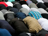 Muslims-praying-AP